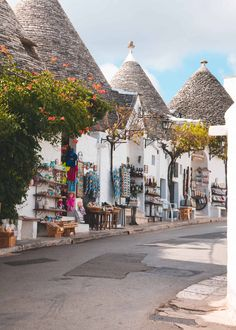 Alberobello – The Fairytale Like Town in Puglia! – In Love with the Med … Alberobello – Die märchenhafte Stadt in Apulien! – Verliebt in die med All Year Destinations – Travel Italy Map, Italy Travel, Italy Italy, Places To Travel, Travel Destinations, Places To Visit, Castel Del Monte, Long Holiday, Regions Of Italy