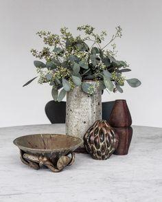 Ceramic love 👌🏼What a lovely collection we got.. Thomas and I just love all kind of pottery. 😍 #royalcopenhagen #axelsalto #arnebang #danskdesign #rørstrand #pk54 #poulkjærholm #fritzhansen #syveren #arnejacobsen #boligindretning #blogger #munio #ceramics #pottery #flowers #blomster #marmor #marble