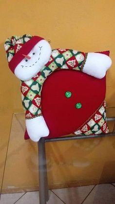 I learned to work in the business thanks to the support of my sales leader, who helped me develop strategies to start conversations and to generate more connections. Christmas Applique, Christmas Pillow, Felt Christmas, Christmas Time, Christmas Stockings, Christmas Crafts, Christmas Decorations, Xmas, Christmas Ornaments