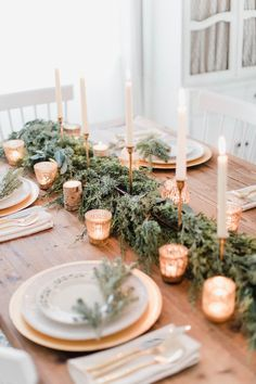 White and Gold Christmas Tablescape – Lauren McBride – Christmas Bloğ Gold Christmas Decorations, Christmas Table Settings, Christmas Tablescapes, Holiday Tables, Christmas Decorations Dinner Table, Christmas Table Set Up, Tree Decorations, Halloween Decorations, Natural Christmas
