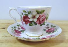 VINTAGE - Fine Bone China Tea Cup and Saucer - Queen Anne - England - Pink Roses
