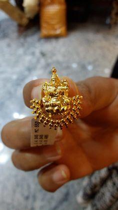 Gold Jhumka Earrings, Gold Bar Earrings, Jewelry Design Earrings, Gold Earrings Designs, Gold Jewelry Simple, Gold Wedding Jewelry, Gold Rings Jewelry, Gold Mangalsutra Designs, Siri