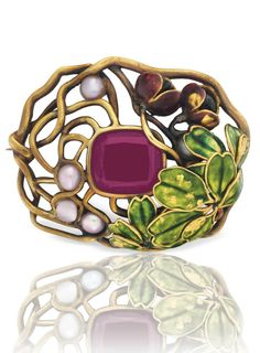 LOUIS COMFORT TIFFANY, TIFFANY & CO. - A GARNET, SEED PEARL AND ENAMEL BROOCH, CIRCA 1905. Centring upon a cushion-cut garnet, within a sculpted gold foliate surround and green enamel leaves, enhanced by pink seed pearl and carved garnet fruit, 1 1/2 ins., signed Louis C. Tiffany. #LouisComfortTiffany #ArtNouveau