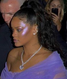 Do you own a Fentybeauty highlighter rihanna badgalriri riri rihannanavy fentybeauty Mode Rihanna, Rihanna Style, Rihanna Fenty, Rihanna Makeup, Rihanna Looks, Cute Makeup, Beauty Makeup, Makeup Looks, Hair Makeup