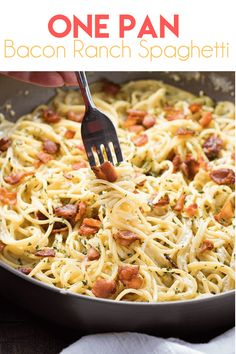 One Pan Bacon Ranch Garlic Parmesan Pasta is an easy and satisfying one pot pasta meal that the whole family will love! Creamy garlic parmesan spaghetti is loaded up with even more mouthwatering flavor with the addition of crisp bacon and savory ranch! Pasta Dishes, Food Dishes, Pasta Food, Bacon Dishes, Pasta Cheese, Cheese Dips, Top Recipes, Healthy Recipes, Recipies