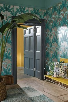 A stunning palm tree wallpaper design, creating an all over, stripe effect. Shown here with soft jade green leaves set against a metallic gilver background. Tree Wallpaper Design, Hallway Wallpaper, Palm Wallpaper, Dining Room Wallpaper, Cole And Son Wallpaper, Wallpaper Ideas, Marimekko Wallpaper, Chinoiserie Wallpaper, Outdoor Christmas Tree Decorations