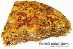 La tortilla de bacalao es todo un clásico de la cocina, habitual en las sidrerías vascas. Receta paso a paso apta para torpes en la cocina.