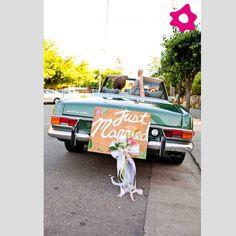 """Placas """"Just Married"""" para o transporte dos noivos"""