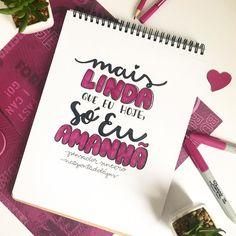 na_pontadolapisAutoestima lá em cima! 💁🏻♀️😅✏️ . Bom dia, lindas! 🖤 . #napontadolapis #frases #lettering #letteringbr #typo #typography #handlettering #nanquim #desenho #draw #letras #pen #brushpen #paper #arte #art #design #caligrafia #parede #chalkboard Lettering Tutorial, Vintage Typography, Fake Flowers, Word Art, Wallpaper Quotes, Be Yourself Quotes, Booklet, Inspirational Quotes, Motivational