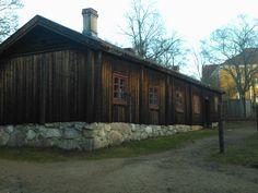 Olen kiinnostunut Suomen historiasta ja kulttuuriperinnöstä sekä sen kansalaisten kulttuuri-identiteetin kehittymisestä.