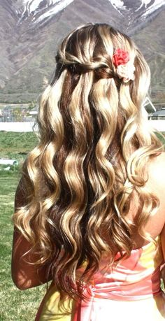Curly Waterfall hairstyle with small flowers