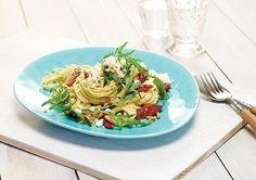 Spaghetti mit Rucola mit Pesto alla Genovese Rezept: 5,Tomaten,Knoblauchzehen,Schafskäse,Rucola,extra,Pinienkerne,Genovese