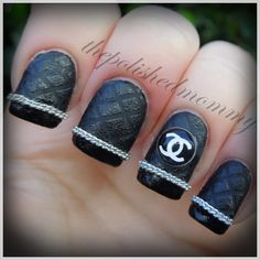 Chanel black taped and textured nails with silver chain embellishment Acrylic Nail Designs, Nail Art Designs, Acrylic Nails, Hot Nails, Hair And Nails, Channel Nails, Chanel Nail Art, Nailart, Manicure E Pedicure