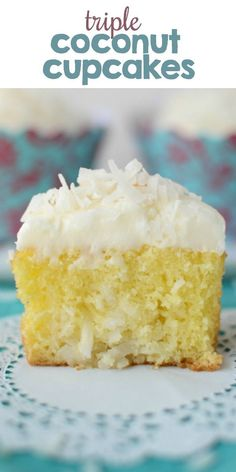 Triple Coconut Cupcakes Triple Coconut Cupcakes<br> Easy Triple Coconut Cupcakes start with a cake mix but don't taste like it! Coconut cake, a coconut filling, and a rich coconut frosting make this the perfect coconut cupcake recipe. Cheesecake Cupcakes, Kokos Cupcakes, Cupcakes Decorados, Coconut Cupcakes, Yummy Cupcakes, Mini Cupcakes, Cupcake Cakes, Coconut Frosting, Mojito Cheesecake