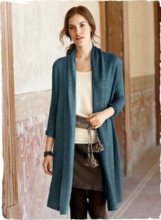 The long links cardigan is a polished alternative to a jacket. Knit of luxurious baby alpaca (70%) and silk (30%). Styled with a draping sha...