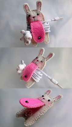 de feltro - ideias criativas e funcionais I freakin' love this! could be any animal or character! great for packing earbuds on flights.I freakin' love this! could be any animal or character! great for packing earbuds on flights. Cute Crafts, Felt Crafts, Fabric Crafts, Sewing Crafts, Diy And Crafts, Sewing Projects, Craft Projects, Projects To Try, Arts And Crafts