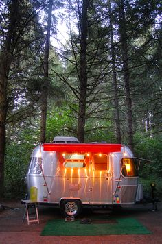 This is where I want to live.....Tiny Airstream Cozy Glow.