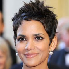 30 Best Short Haircuts Inspired By Celebrities - Halle Berry - This nearly effortless short haircut can be achieved with any hair texture. Just use your favorite styling products or natural alternatives to shape your hair into a sleek look. Celebrity Short Haircuts, Short Pixie Haircuts, Haircuts With Bangs, Pixie Hairstyles, Short Hairstyles For Women, Black Hairstyles, Long Haircuts, Celebrity Women, Short Haircuts
