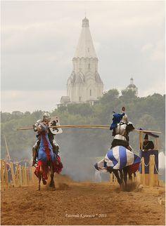 Steekspelen zijn erg populair onder de adel en rijken van Steffonia. De man rechts draagt blauw-wit en rijdt waarschijnlijk voor het Koninklijk huis.