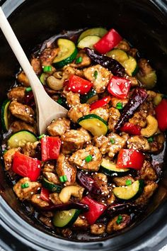 Skinny Slow Cooker Kung Pao Chicken coated in a sweet & spicy sauce with tender vegetables & crunchy cashews. Skip the takeout, this is so much better! (cook chicken in crockpot veggies) Crock Pot Cooking, Cooking Recipes, Healthy Recipes, Crockpot Asian Recipes, Cooking Tips, Summer Crock Pot Recipes, Recipes With Zucchini, Crockpot Summer Meals, Keto Recipes
