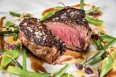 Steak vom Almo mit Bohnen Hanfgemüse und Erdäpfelblinis Steaks, Goodies, Meat, Dinner, Food, Roasts, Cooking, Perfect Steak, Side Dish Recipes