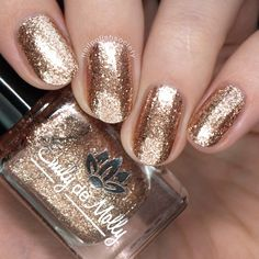 """Nail polish - """"Chrome Buttons"""" A pale rose gold with silver metallic flakes Gold Nails, White Nails, Fun Nails, How To Do Nails, Maroon Nail Polish, Maroon Nails, Burgundy Nails, Black Nail, Burgundy Color"""