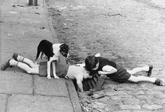 Captured by photographer, Shirley Baker, these are the haunting photos of the dying days of Manchester's slum-land. Esperanza Spalding, Fishing Photography, Street Photography, People Photography, Woman Photography, Photography Books, Photography Lessons, Boudoir Photography, Black White Photos