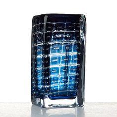 Edvin Öhrström, an Ariel glass vase, Orrefors, Sweden - Bukowskis Glass Design, Design Art, Scandinavian Design, Ariel, Modern Contemporary, Sweden, Vases, Shot Glass, Glass Art