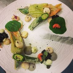 Scallops, asparagus/truffle pure and courgette flowers #cottonhousehotel #gastronomic #TheArtOfPlating #bistronomy #foodandart #menu #expertfoods #instafood #gastroart #hipsterfoodofficial #photooftheday #scallops #bcn - photo taken by @pit_bcn