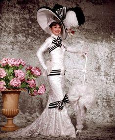 """Одри Хепбёрн в фотосессии к фильму """"Моя прекрасная леди""""."""