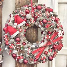 My kind of Xmas decor Christmas Advent Wreath, Handmade Christmas Decorations, New Years Decorations, Holiday Wreaths, Winter Christmas, Christmas Time, Christmas Crafts, Merry Christmas, Holiday Decor