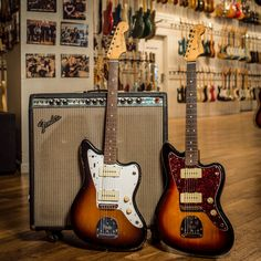 Vintage Guitars, Our team takes pride in supplying singers with sincere instruments. They have actually a vintagelook along with a performance of the most current models. Fender Electric Guitar, Cool Electric Guitars, Fender Guitars, Easy Guitar, Guitar Tips, Guitar Images, Learn Guitar Chords, Fender Bender, Leo Fender