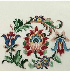 Russian Cross Stitch, Cross Stitch Bird, Cross Stitch Samplers, Cross Stitch Flowers, Cross Stitch Designs, Cross Stitching, Cross Stitch Patterns, Crewel Embroidery, Cross Stitch Embroidery