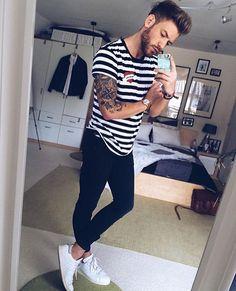Instagram Men Looks, Urban Fashion, Mens Fashion, Fashion Wear, Fashion Rings, Style Fashion, White Casual Sneakers, Estilo Hipster, Streetwear