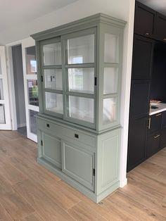 Engels groen buffetkast 160cm breed met witte binnenkant en brede soft close laden Dressers, China Cabinet, Restoration, Sweet Home, New Homes, Dining, Living Room, Storage, Furniture