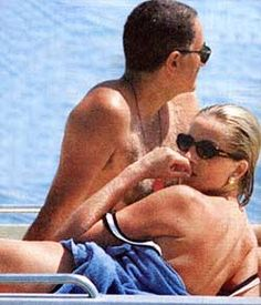 1997 - Dodi Al Fayed and Princess Diana on their last vacation. They would tragically die in a car accident together in Paris on Aug. Princess Diana Biography, Princess Diana And Dodi, Diana Dodi, Real Princess, Princess Of Wales, Lady Diana Spencer, Brigitte Bardot, Dodi Al Fayed, Prinz William