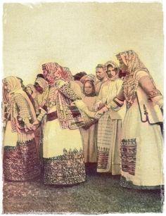 ΜΕΝΙΔΙ, αρχές 20ου αιώνα Greek Traditional Dress, Old Photos, Past, Greece, Culture, Dance, Greek Costumes, Folk Clothing, Painting