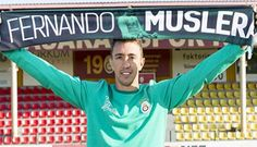 Muslera sakatlandı. - UEFA Avrupa Ligi Son 32 Turu ikinci maçında yarın Lazio ile karşılaşacak olan Galatasaray'da, kaleci Fernando Muslera elinden sakatlandı