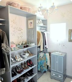DIY: Boutique style walk in closet.  Ya know, I have no idea why it never crossed my mind to use a book shelf as a shoe rack. Gotta remember this when I move!