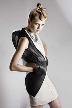 TECHNOSENSUAL Review + Interview with Pauline van Dongen - Fashioning Technology