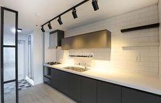 17평, 작은집 넓게 쓰는 인테리어 - Daum 부동산 인테리어 Kitchen Interior, House, Interior Architecture, House Styles, Interior Design Trends, House Interior, Interior Design Living Room, Sink Design, Kitchen Design
