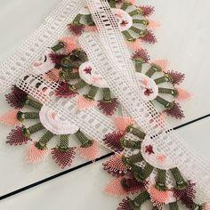 Fotoğraf açıklaması yok. Crochet Motif, Eminem, Elsa, Diy And Crafts, Christmas Wreaths, Embroidery, Holiday Decor, Model, Lace