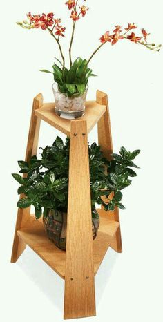 Woodworking Tips Mission Plant Stand - Popular Woodworking Magazine - Mission Plant Stand By Dave Munkittrick Here's a great project for displaying houseplants and adding a little charm to any corner of your house. The tripod leg design is rock-steady… Cool Woodworking Projects, Popular Woodworking, Woodworking Furniture, Fine Woodworking, Diy Wood Projects, Wood Crafts, Woodworking Classes, Woodworking Workbench, Woodworking Articles
