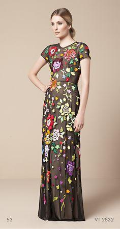 vestido longo de tule bordado com flores Mabel Magalhães