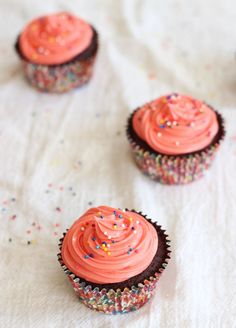 MILK CHOCOLATE CUPCAKES + CREAM CHEESE FROSTING! Rich, springy and moist, and pink for Breast Cancer Awareness Month! #recipe #thegoldlininggirl #breastcancerawareness