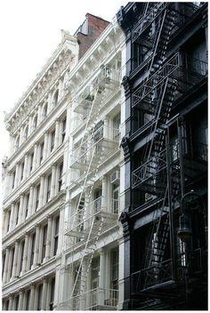 19 Super Ideas For Apartment Building Exterior Nyc Fire Escape Voyage New York, Philip Johnson, Ludwig Mies Van Der Rohe, Fire Escape, Tadao Ando, White Building, Renzo Piano, Concrete Jungle, Zaha Hadid