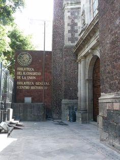 BIBLIOTECA GENERAL (BIBLIOTECA DEL H. CONGRESO DE LA UNIÓN) En 1821, cuando México alcanzó, por fin, su independencia, las instituciones no existían todavía. En febrero de 1822, los diputados se enfrentan a la carencia de libros o fuentes de consulta en que apoyar y documentar las discusiones y surge, como en 1810, la necesidad de contar con elementos de información.