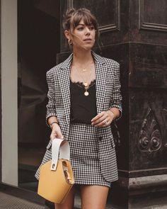 f92881309a Look xadrez saia e blazer Roupas Vintage