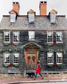 [New] The 10 All-Time Best Home Decor (Right Now) - Ideas by Lisa Thomas - No one does it quite like New England Christmas In England, Christmas Porch, Christmas Time Is Here, Christmas Love, Outdoor Christmas, Winter Christmas, Winter Holidays, Christmas Decorations, Country Christmas