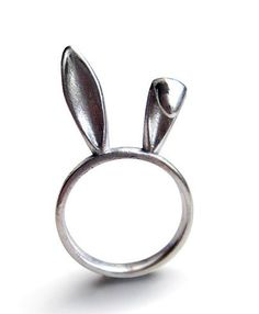 Bunny Ears Ring in silver - A silver bunny ears ring to adorn your hands